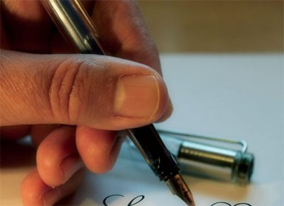hand with cartridge pen